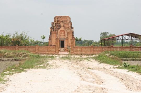 Đến thăm tháp cổ Chót Mạt - Ảnh 3.