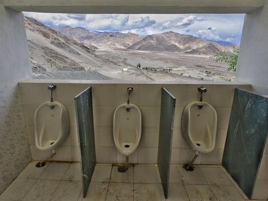 Kinh ngạc với 16 nhà vệ sinh có thiết kế ấn tượng nhất trên thế giới - Ảnh 3.