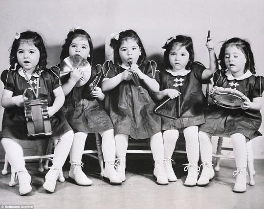 Cuộc đời đầy biến cố của 5 bé gái trong ca sinh 5 đầu tiên trên thế giới - Ảnh 3.