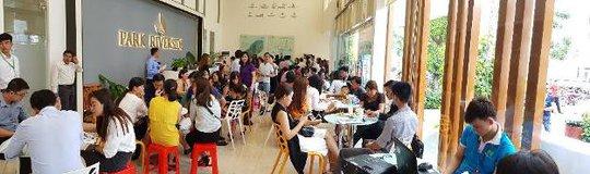 Thành phố Venice thu hút nhiều gia đình tham dự picnic cuối tuần - Ảnh 3.