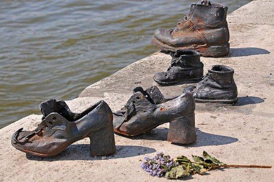 Hơn 60 đôi giày bên dòng Danube và câu chuyện ám ảnh phía sau - Ảnh 5.