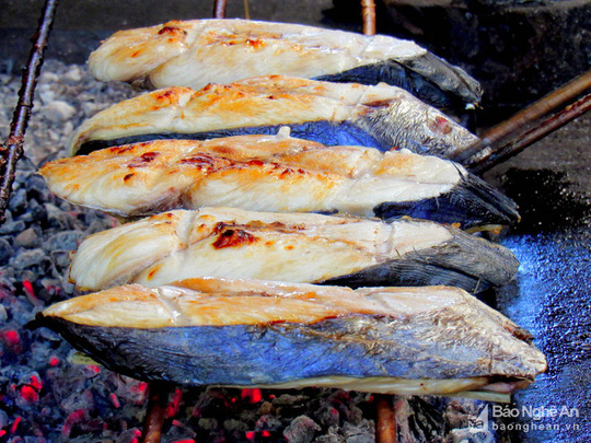 Bí quyết độc đáo của làng nướng cá thu ở Nghệ An - Ảnh 3.