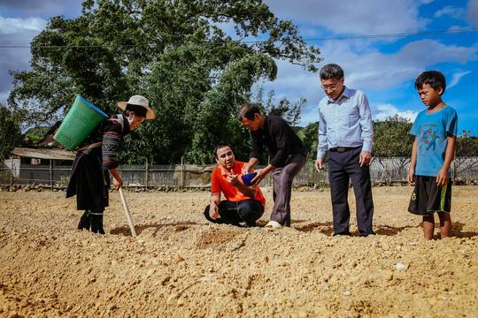 Theo chân MC Quyền Linh khám phá con đường sức khỏe xanh - Ảnh 3.
