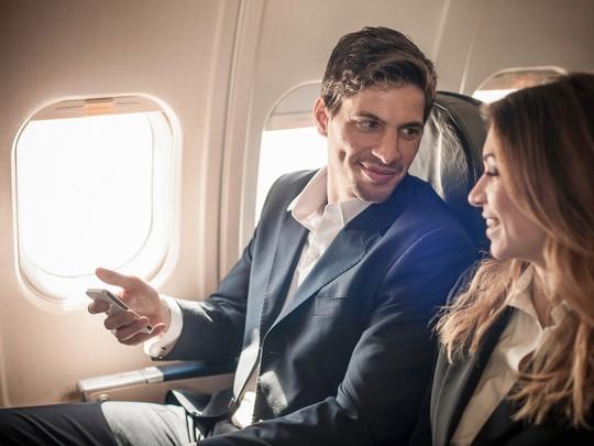 10 điều nên làm trên máy bay để thư giãn trong suốt hành trình - Ảnh 3.