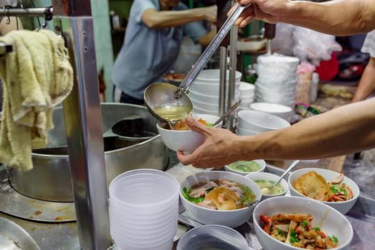 Tiệm mì 70 năm của người Hoa giữa lòng Sài Gòn - Ảnh 3.