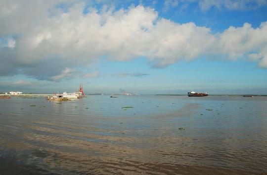 Ngắm dòng sông nổi tiếng bậc nhất trong lịch sử Việt Nam - Ảnh 4.
