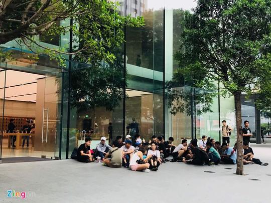 Người Việt làm việc nửa năm mới đủ tiền mua iPhone X - Ảnh 3.