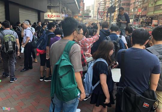iPhone X đóng thùng xốp, bán như cá ở Hong Kong - Ảnh 3.