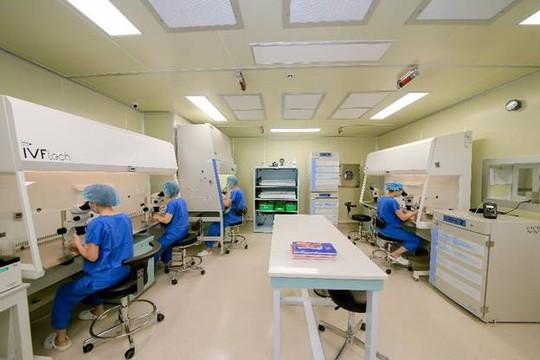 Hơn 300 em bé ra đời từ thụ tinh ống nghiệm thành công tại Vinmec - Ảnh 3.