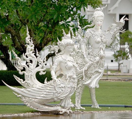 Khám phá ngôi đền trắng kỳ dị ở Thái Lan - Ảnh 3.