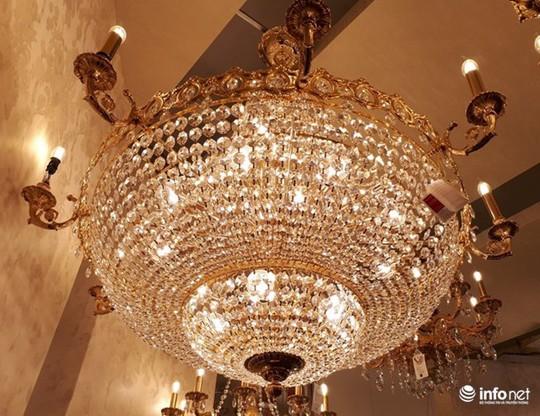 Ngắm đèn chùm giá nửa tỷ đồng thả dáng đẹp hút hồn - Ảnh 3.