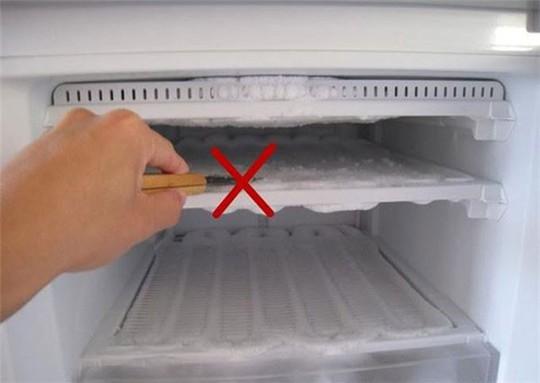 Những thứ có thể phát nổ nếu để trong ngăn đá tủ lạnh - Ảnh 3.