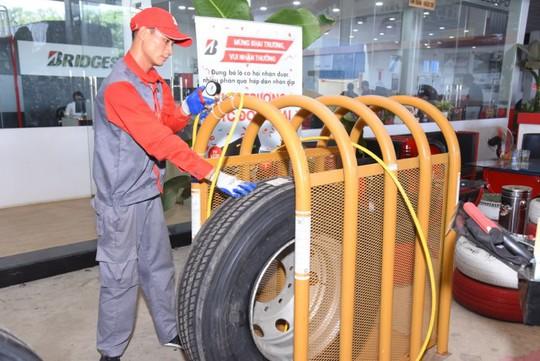 Bridgestone tổ chức Hội thi tay nghề dành cho kỹ thuật viên lốp xe tải, buýt - Ảnh 4.