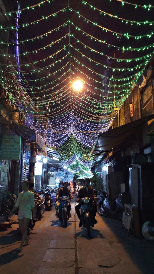 Không khí Noel ở những xóm đạo lớn nhất Sài Gòn - Ảnh 3.