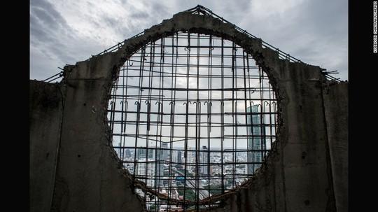 """Lạnh gáy với """"Tòa tháp ma"""" chọc trời giữa lòng Bangkok - Ảnh 7."""