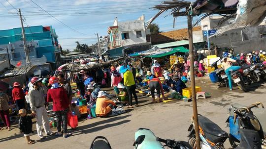 Cảnh chợ nhộn nhịp những ngày đầu năm
