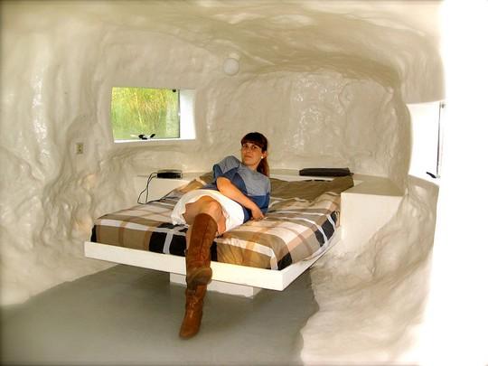 """Bạn có muốn ngủ một đêm trong """"khách sạn hậu môn""""?"""