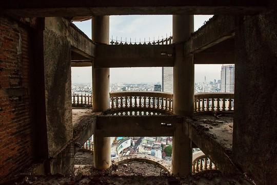 """Lạnh gáy với """"Tòa tháp ma"""" chọc trời giữa lòng Bangkok - Ảnh 10."""