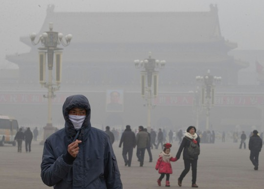 Không khí ô nhiễm ở thủ đô Bắc Kinh – Trung Quốc ô nhiễm nặng. Ảnh: AP
