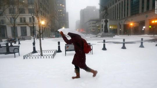 Đường phố ở bang New Jersey bị tuyết bao phủ. Ảnh: AP