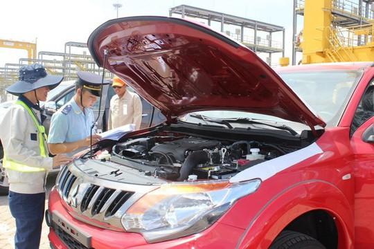 Theo thuế giảm, ô tô ùn ùn nhập khẩu về cảng