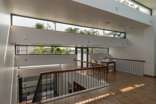 Đây là ý tưởng kết hợp giữa nhà ở và ruộng bậc thang, xóa nhòa ranh giới giữa trong và ngoài, trên và dưới, sự cởi mở và riêng tư của căn nhà.