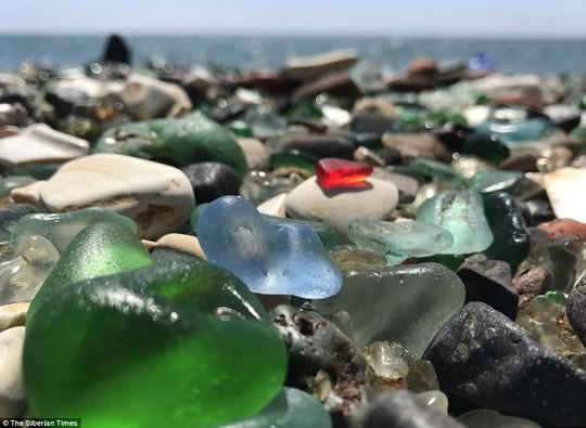 Bãi biển thủy tinh lấp lánh có nguy cơ biến mất - Ảnh 4.