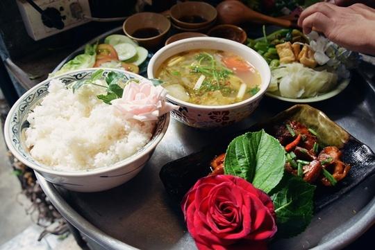 Quán cơm chỉ bán 25 suất mỗi ngày ở Sài Gòn - Ảnh 4.