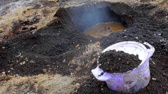 Bánh mì nướng dưới lòng đất ở Iceland - Ảnh 4.