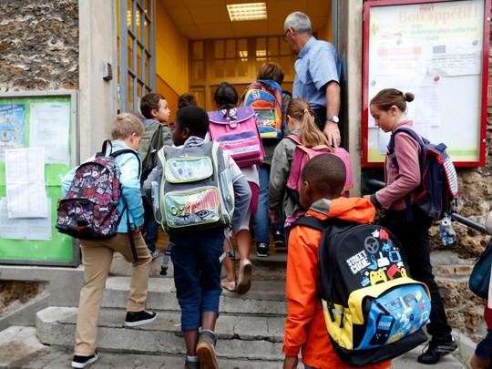 Chùm ảnh đẹp về ngày tựu trường ở 12 quốc gia trên thế giới - Ảnh 4.