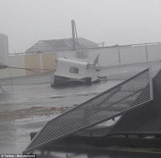 Siêu bão Irma phá hủy 90% đảo Barbuda, đang hướng đến Mỹ - Ảnh 4.