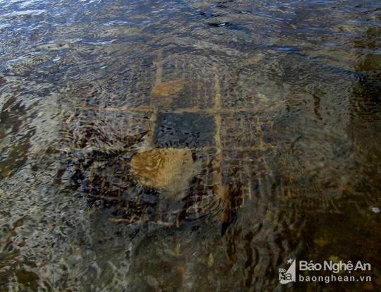 Chiêu độc săn cá suối của trẻ em vùng cao Nghệ An - Ảnh 4.