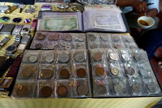 Chợ ve chai nghìn đô giữa lòng Sài Gòn - Ảnh 4.