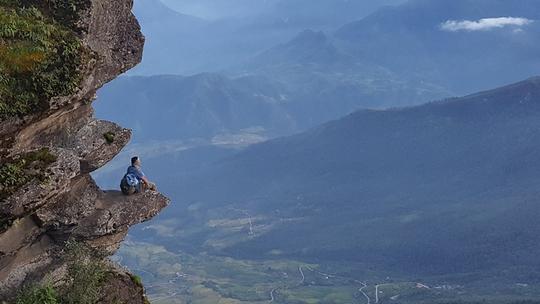 10 mỏm đá chỉ nhìn cũng tim đập chân run ở Việt Nam - Ảnh 4.