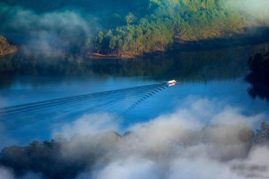 Mục sở thị hồ nước đẹp hàng đầu tại miền Nam Việt Nam - Ảnh 4.