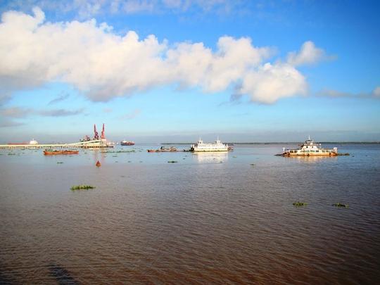 Ngắm dòng sông nổi tiếng bậc nhất trong lịch sử Việt Nam - Ảnh 5.