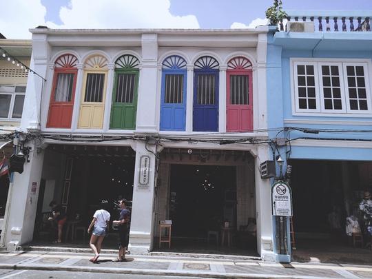 Khám phá phố cổ trăm năm ở Phuket - Ảnh 4.