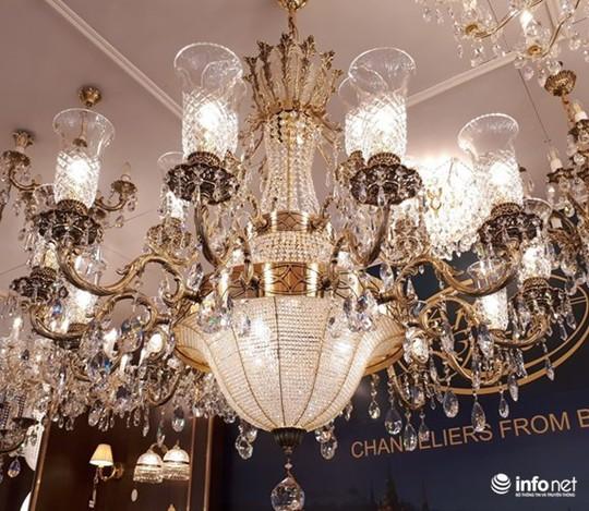 Ngắm đèn chùm giá nửa tỷ đồng thả dáng đẹp hút hồn - Ảnh 4.