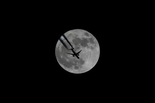 Hình ảnh siêu trăng 2017 trên bầu trời các nước - Ảnh 4.