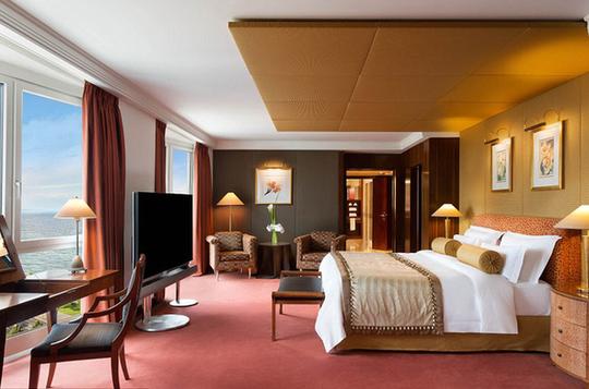 Thâm nhập phòng khách sạn siêu sang ở Thụy Sĩ - Ảnh 4.