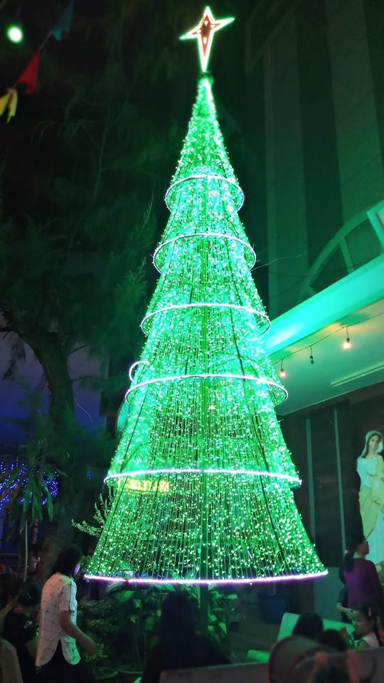Không khí Noel ở những xóm đạo lớn nhất Sài Gòn - Ảnh 4.