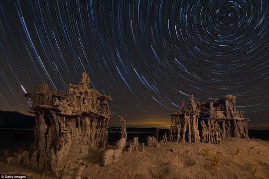 Các tháp đá có thể cao đến 30 feet, hình thành từ 35.000 năm trước ở những nơi có hồ nước