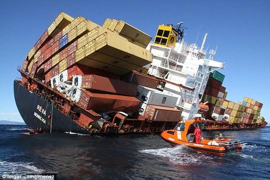 Năm 2011, tàu chở hàng này bị lật ngoài khơi Bắc đảo của New Zealand và gây rò rỉ dầu khắp đại dương