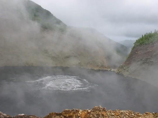 Những hồ nước kỳ lạ trên thế giới - Ảnh 5.