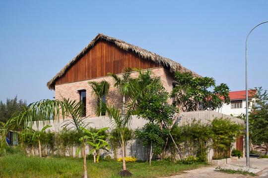 Bí ẩn sang chảnh trong ngôi nhà mái lá giữa Sài Gòn - Ảnh 5.