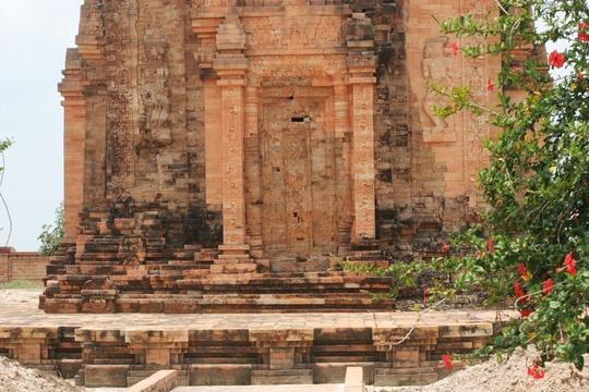 Đến thăm tháp cổ Chót Mạt - Ảnh 5.