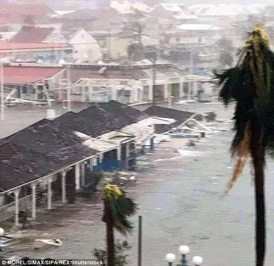 Ba cơn bão đồng loạt hoành hành ở Đại Tây Dương - Ảnh 4.