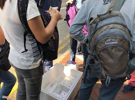 iPhone X đóng thùng xốp, bán như cá ở Hong Kong - Ảnh 5.
