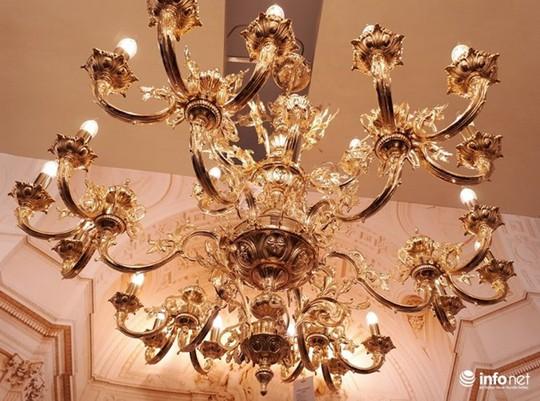 Ngắm đèn chùm giá nửa tỷ đồng thả dáng đẹp hút hồn - Ảnh 5.