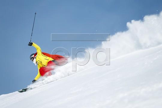 Bắt gặp hàng ngàn ông già Noel vui vẻ trên núi Alps - Ảnh 5.
